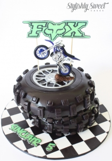 DIRT BIKE TYRE CAKE