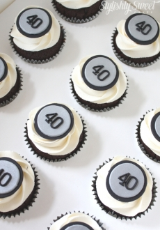 40th_silver cupcakes